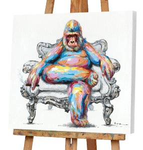 Bunter Gorilla im Sessel