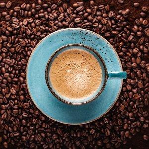 Tasse de café bleue vue d'en haut