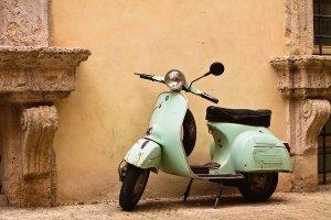 Einsames Moped