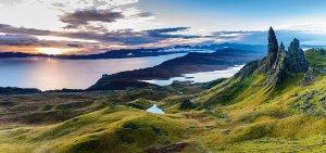 Wunderschöner See mit Bergen