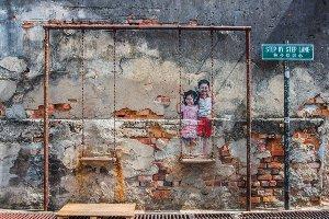 Street Art mit Schaukel